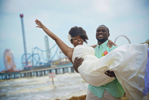 Wedding Photography at the Galveston Seawall in Galveston, TX. We love weddings at the Galveston Seawall! We even offer a discount on our wedding photography services on the Galveston Seawall. Book us as your next wedding photographer at Galveston Seawall!