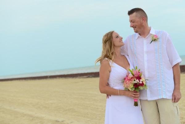 Galveston Beach Wedding in Galveston Texas. Beach Wedding at Pointe West Beach club